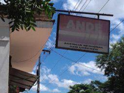 La oficina de atención al cliente de laAdministración Nacional de Electricidad (ANDE), ubicadaen la ciudad de San Lorenzo, anunció el cierre temporal por casos de Covid-19.