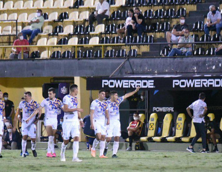 Luis Cabral marcó un golazo para Luqueño ante su exequipo Guaraní.