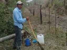 El líder de la comunidad Che Quebracho, Felipe Fernández, manifestó que necesitan urgente agua potable porque nunca tuvieron  este vital líquido en la comunidad y beben agua de un tajamar.