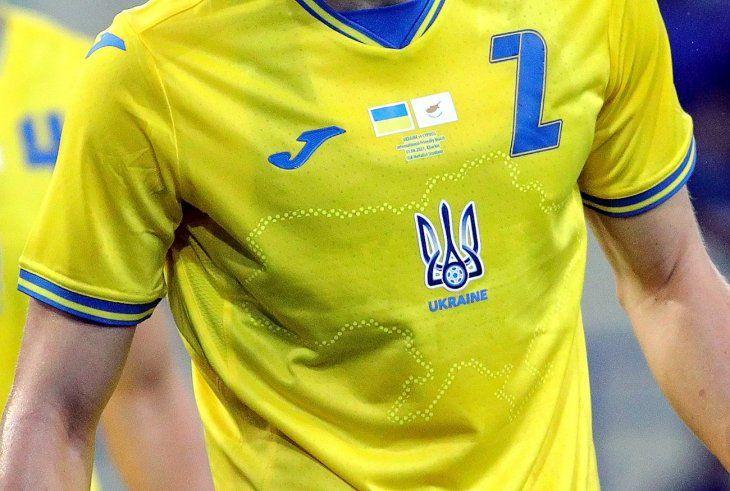 La nueva camiseta de Ucrania obligó a la intervención de la UEFA.
