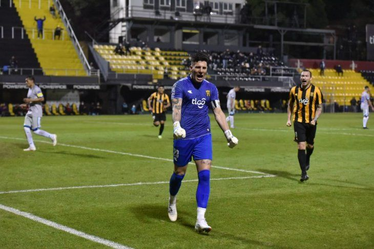 Gaspar Servio hizo dos de los cuatro goles del equipo.