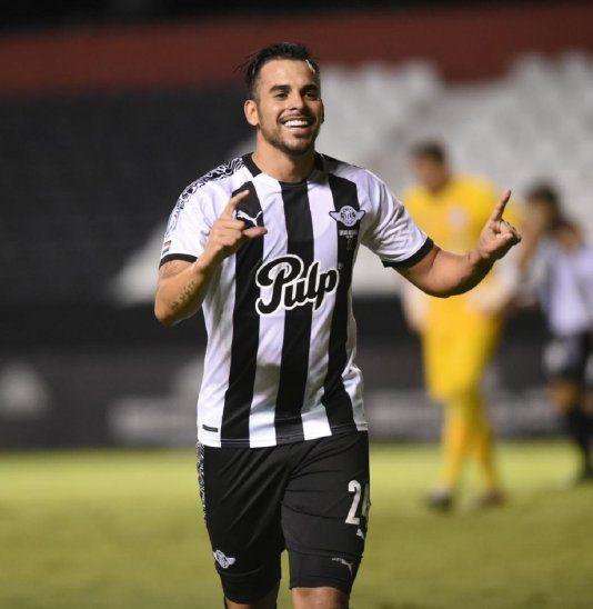 Cristian Javier Báez celebra el gol de Libertad.