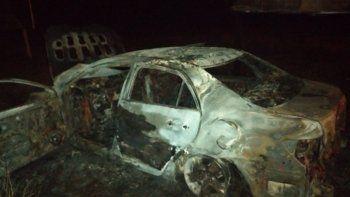 Según los datos que se manejan, la víctima había sido llevada a la fuerza por algunas personas, quienes se movilizaban a bordo de un automóvil tipo Corolla, de color negro, que posteriormente fue encontrado totalmente incinerado en la zona de Sanga Puitã.