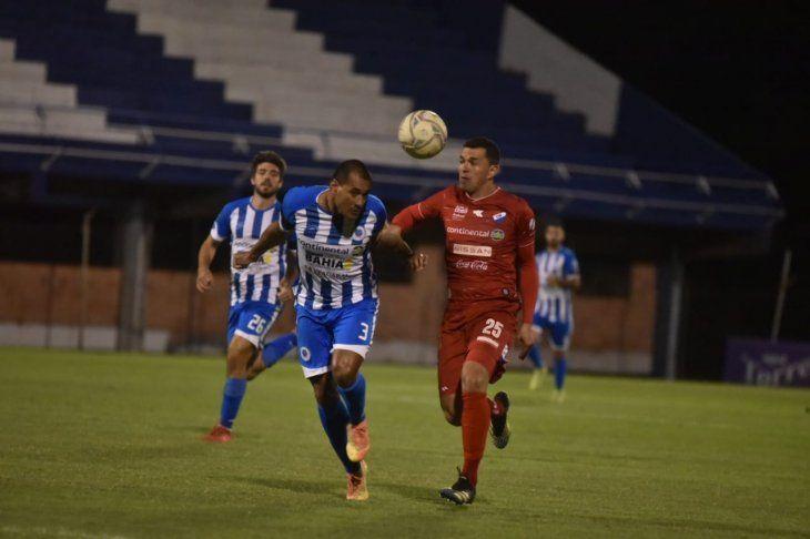 Paulo Da Silva de 12 de Octubre y Leonardo Villagra de Nacional.