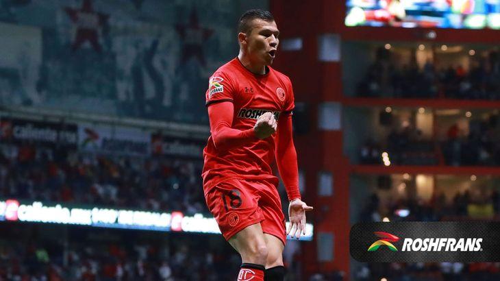 Braian Samudio festeja su gol para el Toluca.