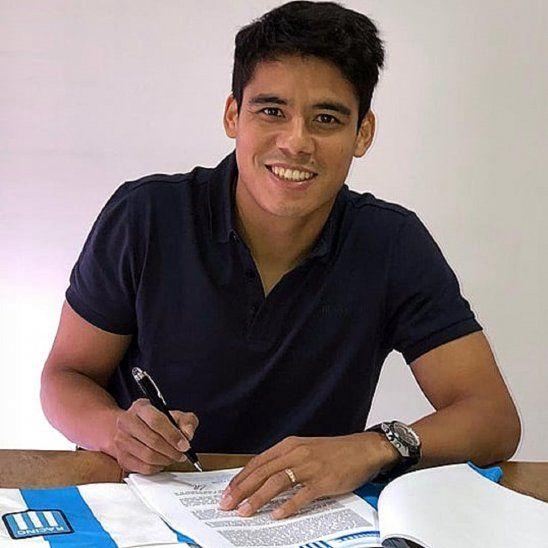 Lorenzo Melgarejo firma contrato con su nuevo club.