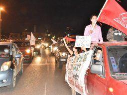 La caravana contra la corrupción y el desempleo, entre otras reivindicaciones, se realizó con recomendaciones de no bajarse de los autos para evitar imputaciones.