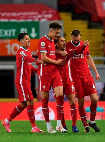 Jugadores del Liverpool celebran un gol ante Southampton.