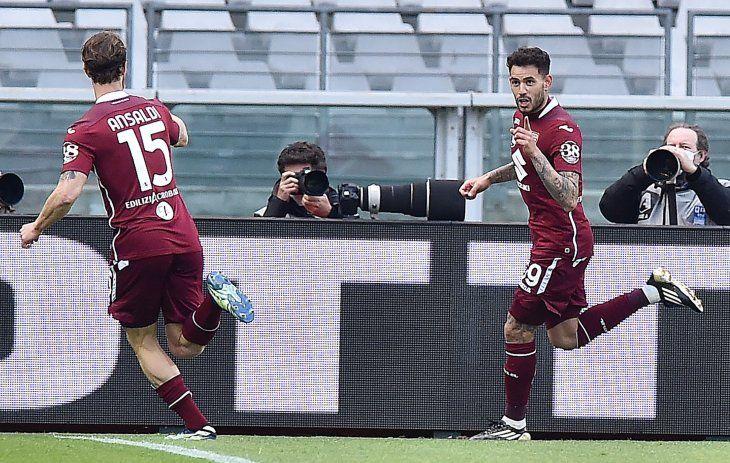 Tonny Sanabria celebra su gol con el Torino.