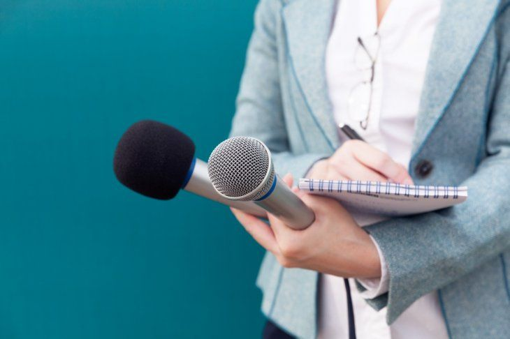 Estudiar periodismo permite ejercer la profesión en los diversos medios de comunicación: radio