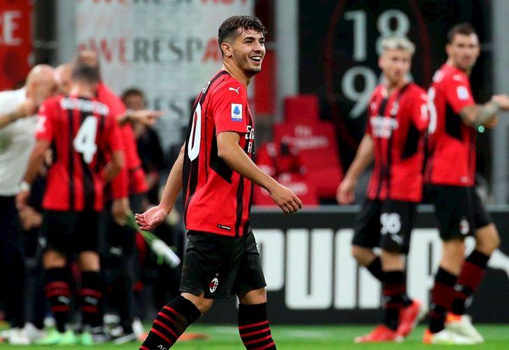 Brahim Diaz celebra un gol de Milan.