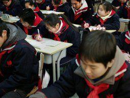 Con los uniformes inteligentes, los responsables de una decena de centros educativos reciben información precisa sobre la hora de entrada y de salida de los escolares.