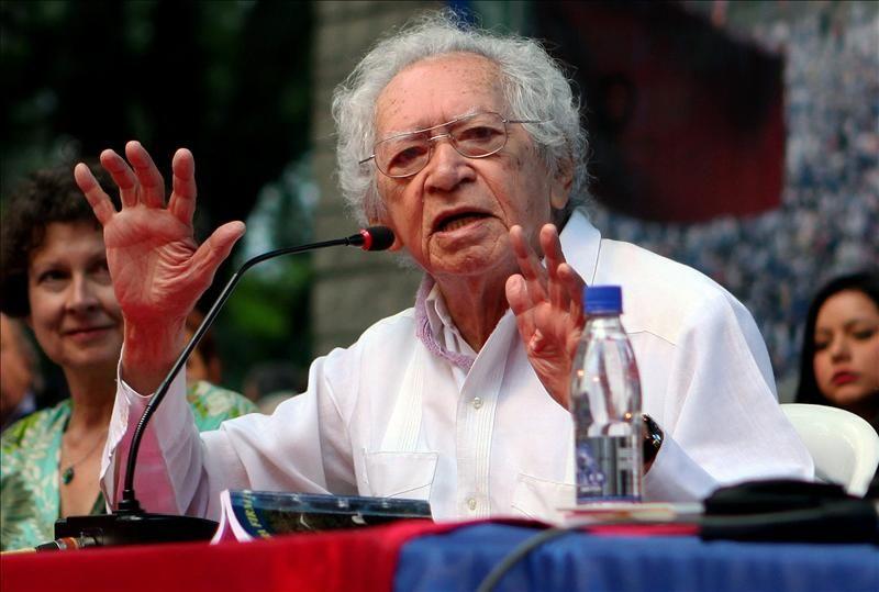 El poeta brasileño Thiago de Mello