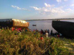 Elías Ezequiel Barrios, de 19 años, desapareció en aguas del río  Paraguay alrededor de las 15.30 de este sábado, en la zona del Bañado  Sur de Asunción y este lunes aún sigue sin ser localizado.