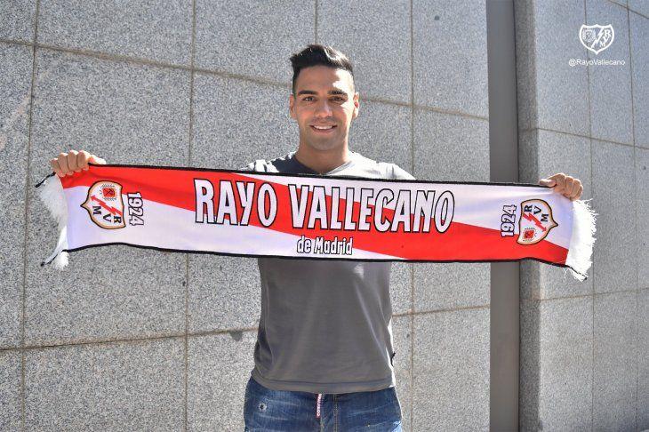 El colombiano Radamel Falcao llegó a España para sumarse al Rayo Vallecano tras atender los compromisos internacionales con su selección.