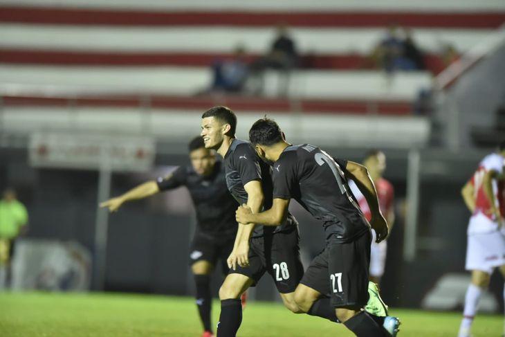 Rodrigo Bogarín le dio la victoria a Libertad ante River Plate.