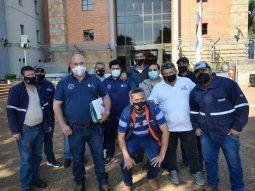 Tras conocerse el sobreseimiento de los funcionarios, los integrantes del Sindicato de Trabajadores de Petropar (Sitrapar), se movilizaron este jueves frente al Palacio de Justicia de Villarrica, donde brindaron apoyo a sus colegas.