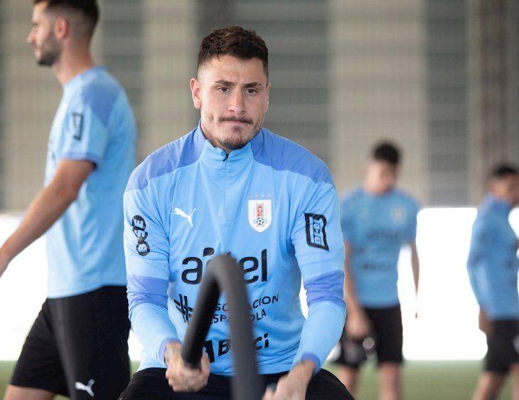 Fotografía cedida por la Asociación Uruguaya de Fútbol que muestra al jugador uruguayo José María Giménez durante un entrenamiento.