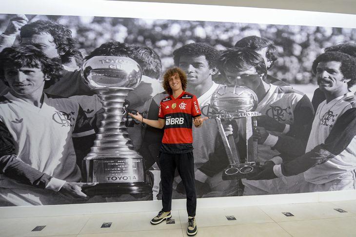 David Luiz ya posa con la camiseta del Flamengo.