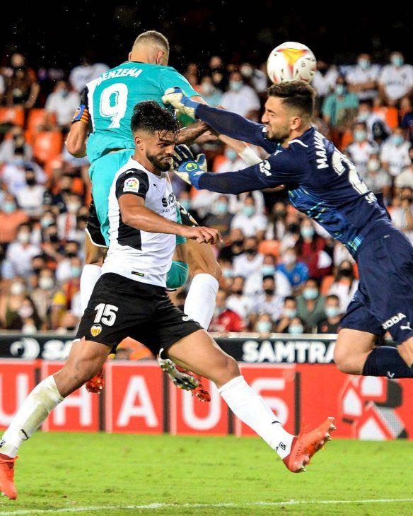 Real Madrid venció al Valencia de Omar Alderete.