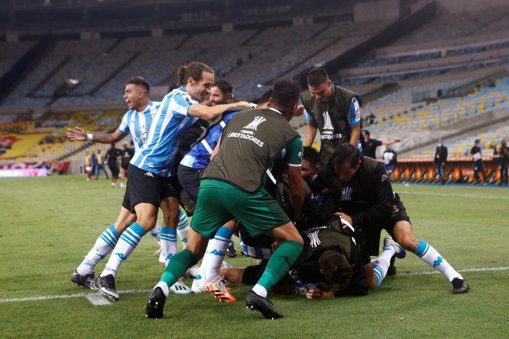 Racing eliminó al campeón en el estadio Maracaná.