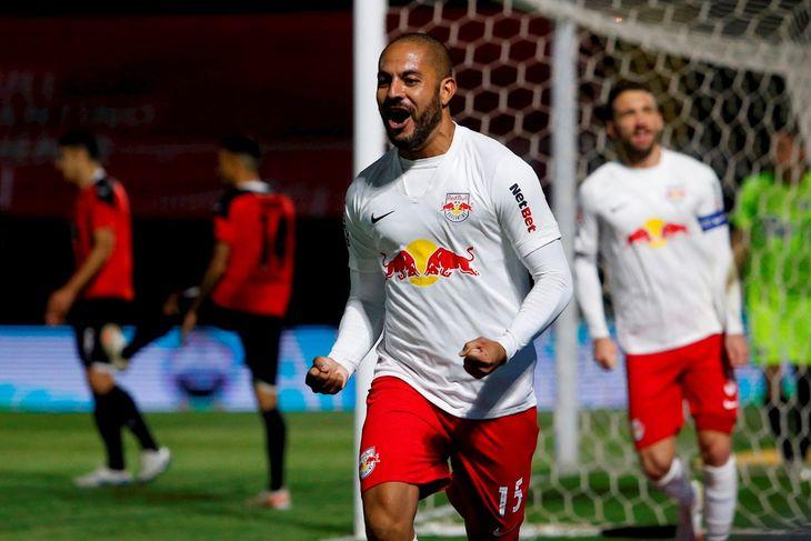 Ytalo festeja su gol frente a Libertad.