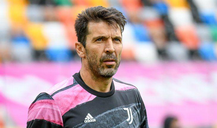 Gianluigi Buffon seguirá jugando al menos hasta el 2022.