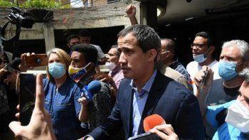 Juan Guaidó explicó que los funcionarios policiales que intentaron apresarlo no tenían ningún tipo de identificación, por lo que calificó el intento de detención como un secuestro.