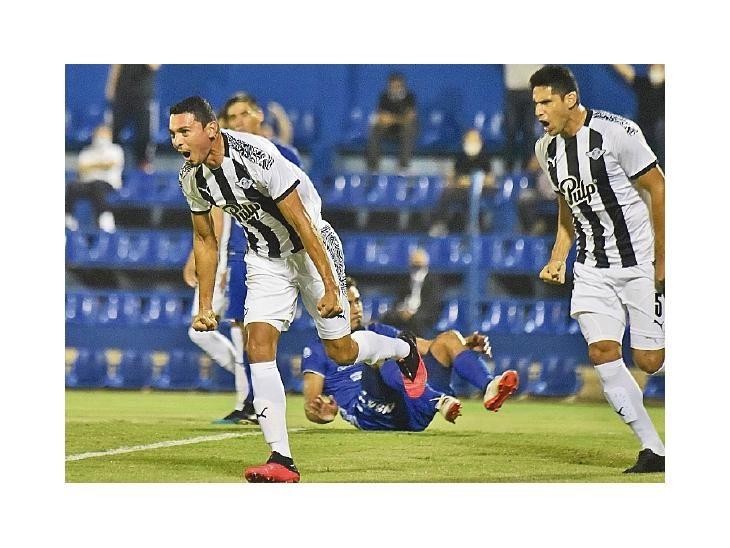 Daniel Bocanegra (izq.). De muy buen partido ante Atlético Nacional