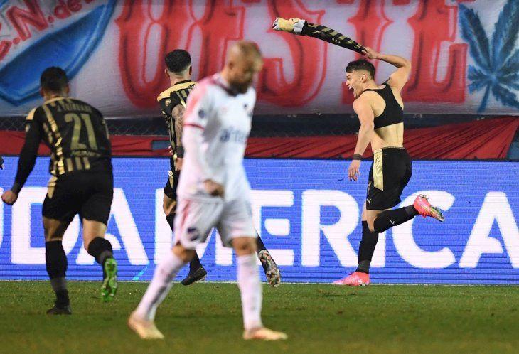 Peñarol domina y se lleva la victoria en el Clásico