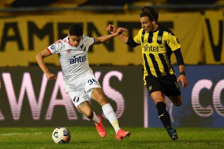 Peñarol sacó a Nacional de la Copa Sudamericana.
