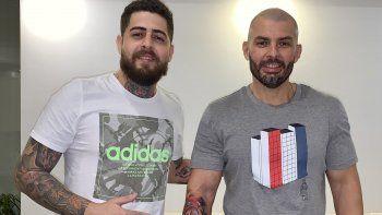 El diputado Hugo Ramírez se hizo un tatuaje representando a un león guaraní, pero utilizó el gorro frigio con una insignia que tiene los colores invertidos al orden que representa la bandera paraguaya.