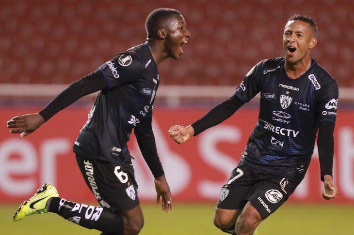 Jugadores del Independiente del Valle celebran el gol ante Flamengo.
