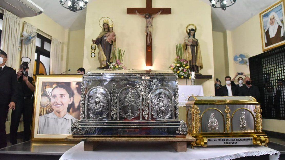 Católicos celebran con fe y alegría la llegada de las reliquias de Chiquitunga