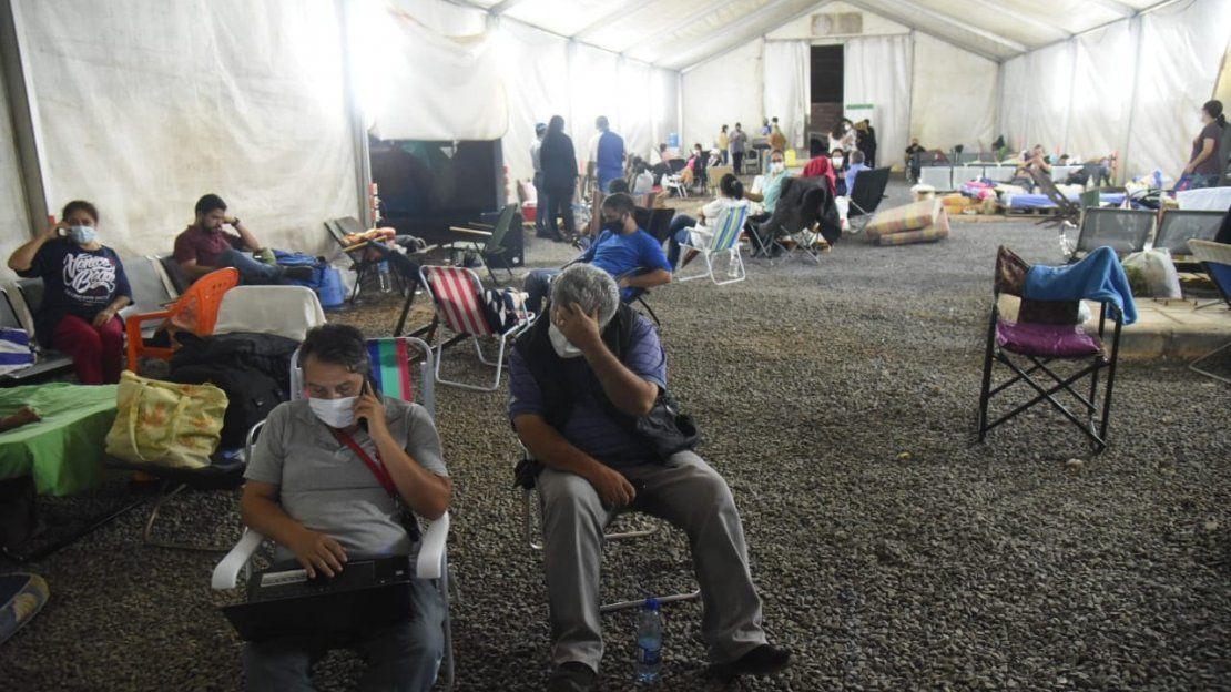 Covid-19: Las penurias de los familiares de pacientes