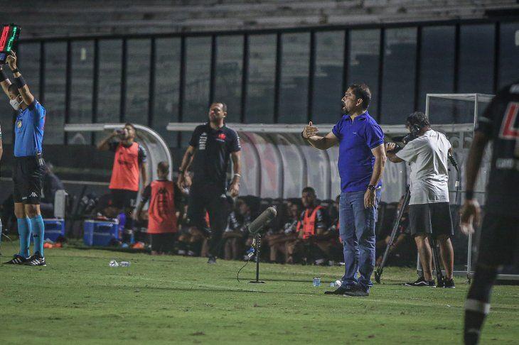Gustavo Morínigo durante un partido del Coritiba.