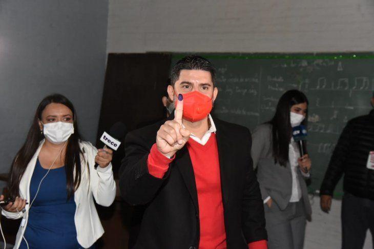 El intendente Óscar Nenecho Rodríguez renunció al cargo de cara a las elecciones generales municipales.