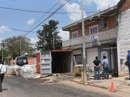 En la mañana de este viernes los siete cuerpos, que estaban entre  fertilizantes, fueron hallados en el interior de un contenedor en el  barrio Santa María de la ciudad de Asunción.