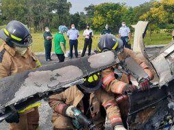 El accidente aéreo se produjo a las 14.35 del martes cuando la avioneta  Cessna 402, con matrícula 0221, se precipitó a tierra en el estacionamiento de la  Fuerza Aérea en la ciudad de Luque.