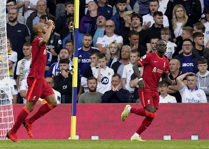 Jugadores del Liverpool celebran un gol.