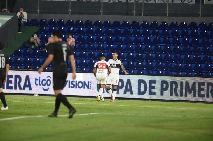 Mendieta, con dos goles y una asistencia, fue la figura de Olimpia.