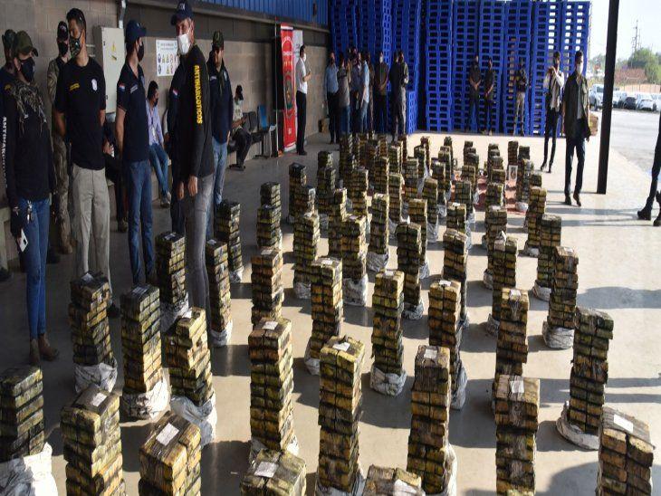 Exhibición. Los intervinientes mostraron los paquetes de la droga que estaban listos para ser comercializados en Israel. Hoy seguirán revisando contenedores y sospechan que hay más.
