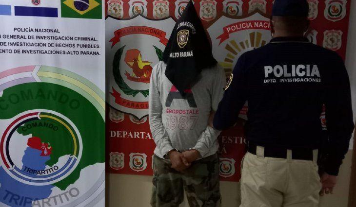 Agentes del Departamento de Investigaciones de Alto Paraná procedieron a la expulsión de Gleidesson Avelar de Carvalho Costa