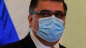 Si cumpliste 65 o vas a cumplirlos próximamente ya podés acudir para vacunarte. Igualmente los mayores de 65 años pueden seguir acudiendo. Julio Borba, ministro de Salud.
