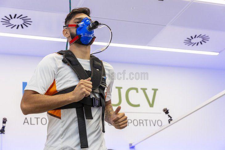 Omar Alderete durante su revisión médica en el Valencia.