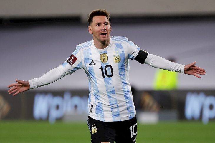 Lionel Messi anotó los tres goles para Argentina.