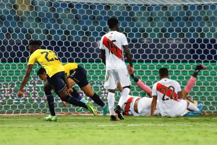 Ecuador empezó bien pero Perú reaccionó.