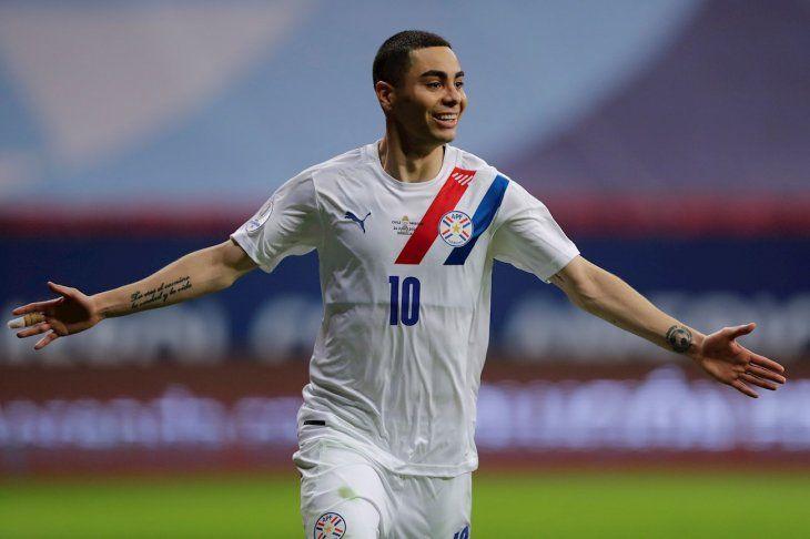 Miguel Almirón lidera la convocatoria del entrenador de Paraguay