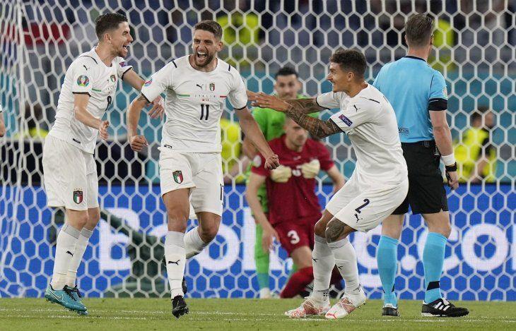 Italia arrancó con el pie derecho.
