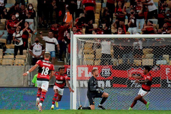 Flamengo sacó una importante ventaja en la ida.